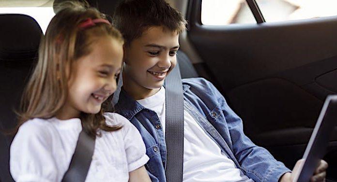 """DEKRA: """"Rettungskarte im Fahrzeug"""" Aufkleber kostenlos anfordern"""